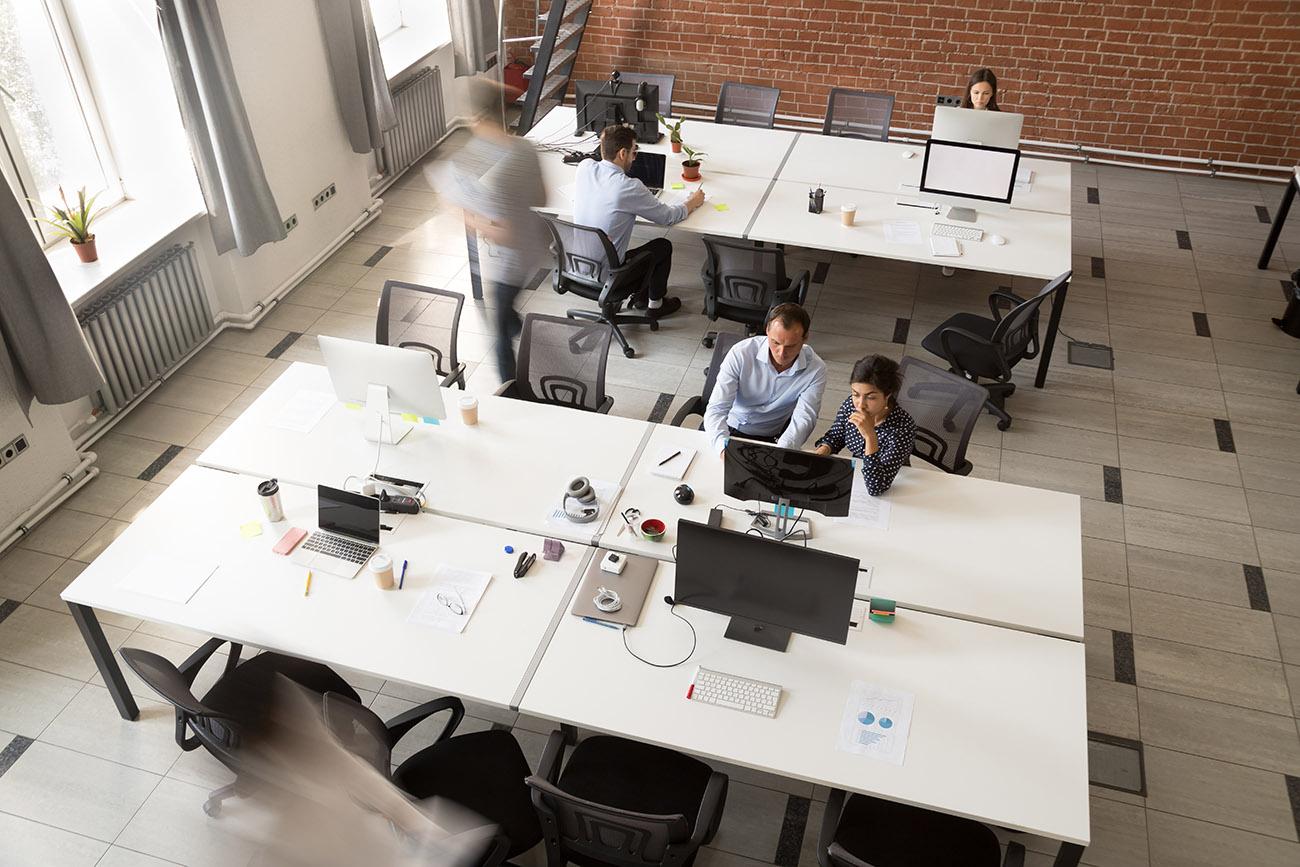 Praca przy biurku = praca siedząca? Nie do końca! PROJEKT ERGONOMIA sp. z o.o. sp. k
